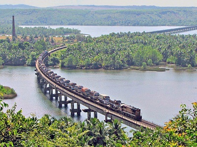 RORO train passing through Hannavar Bridge on Sharavati River.