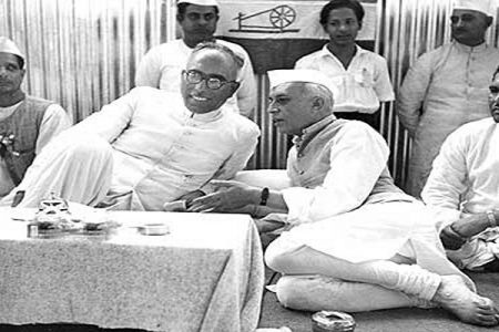 Photo of Sheikh Abdullah and Jawaharlal Nehru during Congress committee meeting.