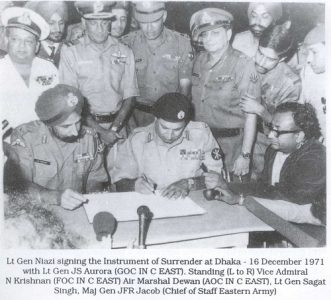 Historical image when Pakistani Army surrendered to Indian Army during the fight of 1971.