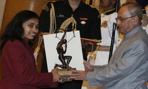 President Pranab Mukherjee honours Gymnast Dipa Karmakar with Arjuna Award 2015 at a Ceremony at the Rashtrapati bhavan in new Delhi. Image Source: indianexpress.com