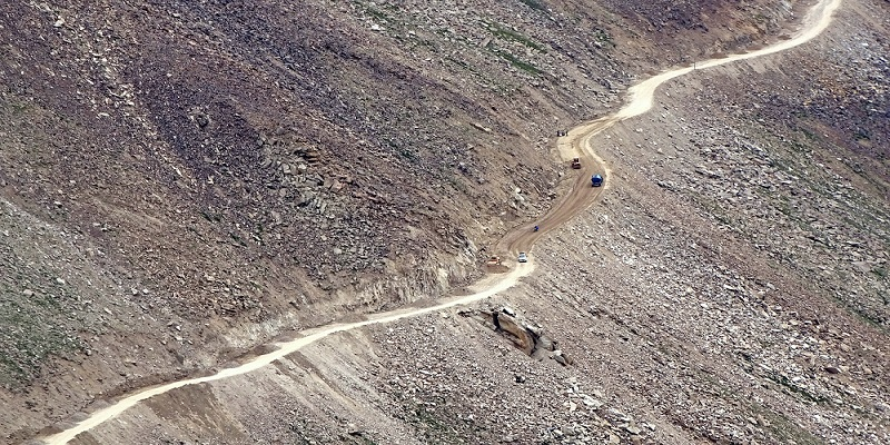The condition of Road while ascending Khardung La Pass. Initially, the condition of the road is good but it starts deteriorating as Khardung La approaches.