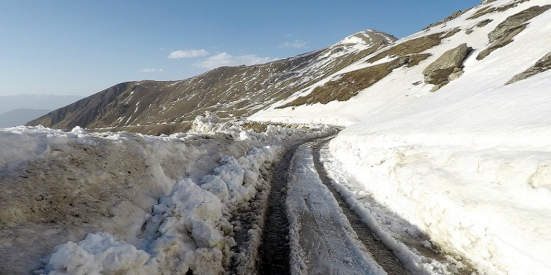 Condition of road when Chanshal Pass is only 10KM away. It was too difficult to ride.