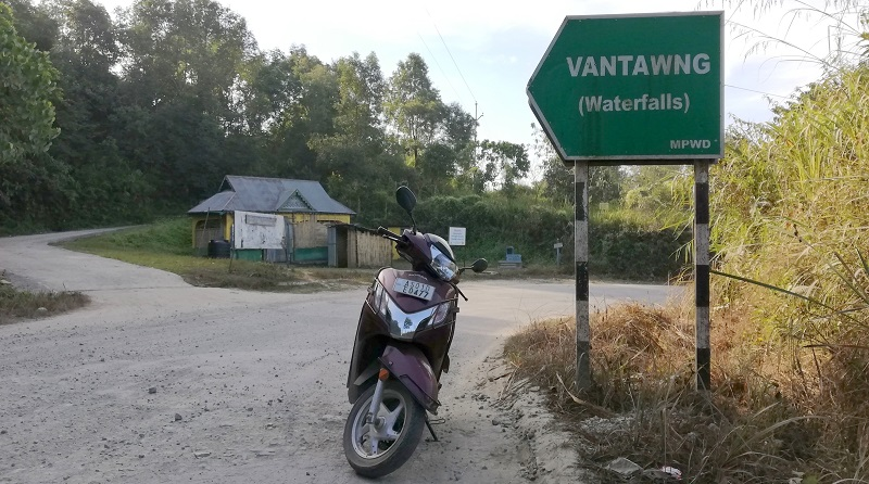 A Signboard Showing The Direction of Vantawng Waterfall In Thnezawl