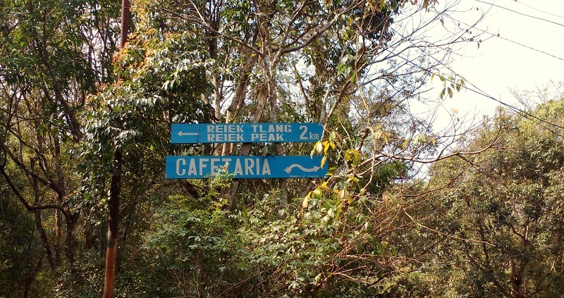 A Signboard Entoute the Trek. Reiek Trek is 2 kilometers and takes aroud 45 minutes