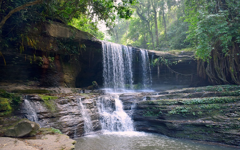 Tuirihiau Waterfall In Thenzawl,  Mizoram